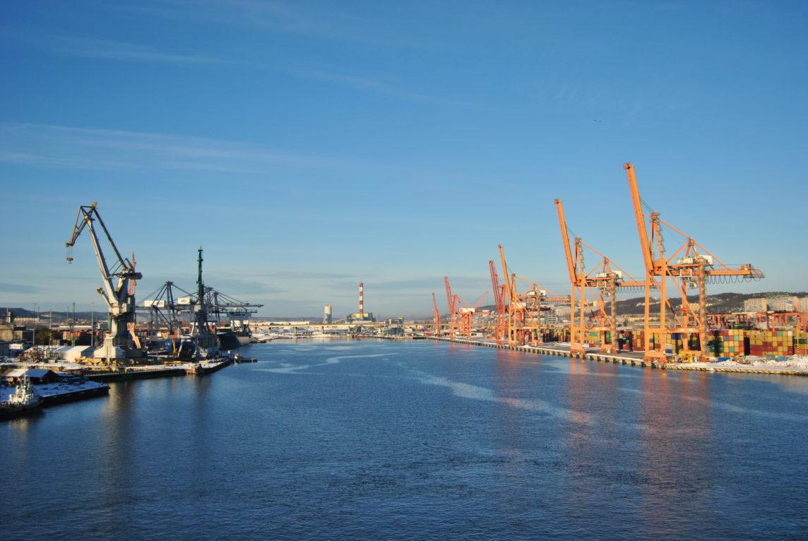 Przeładunki kontenerów - Port Gdynia